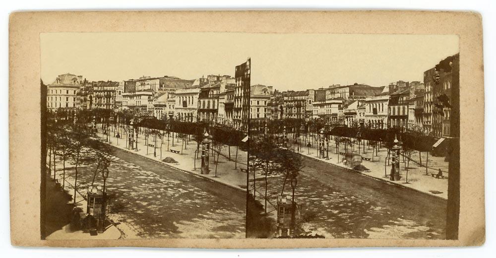 Vintage stereoscopic albumen print on card showing Paris street